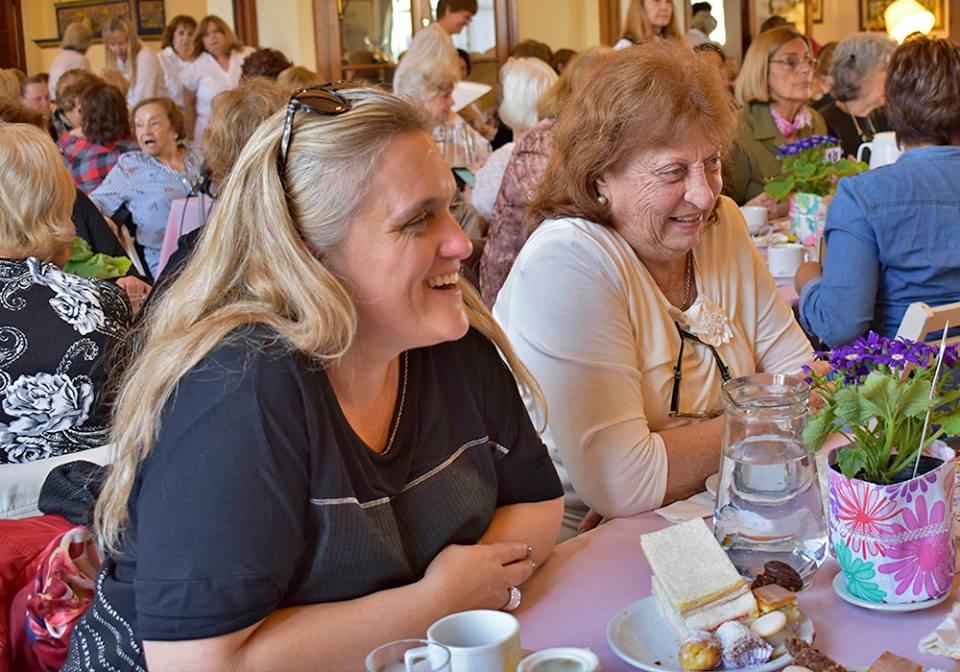 Te Solidario Anual de las Damas Rosadas de Vicente López 01